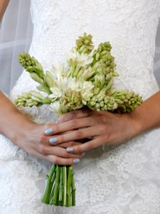 blue-manicures-for-brides